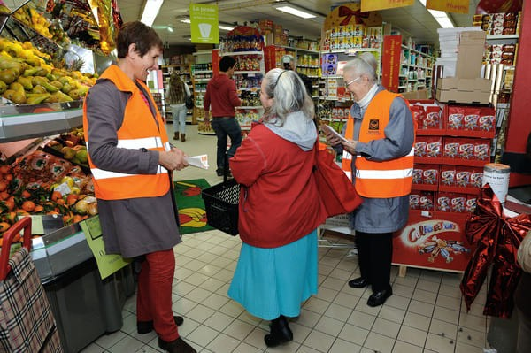 Bénévoles de l'association Gilets orange